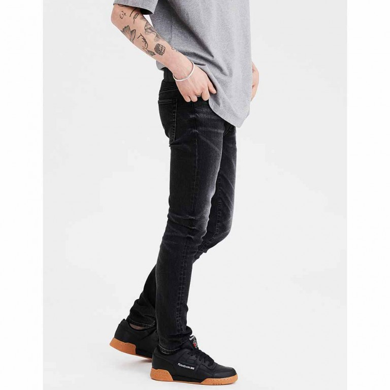 AMERICAN EAGLE NEXT LEVEL SUPER SKINNY WASHED BLACK